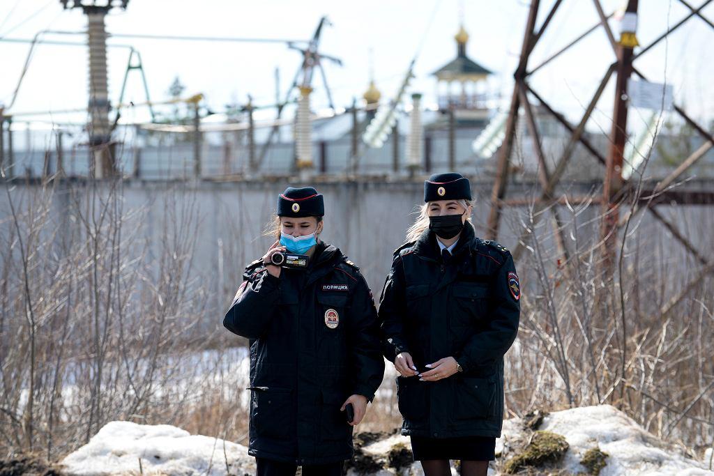Policja przed aresztem, pod którym odbył się protest ws. Aleksieja Nawalnego