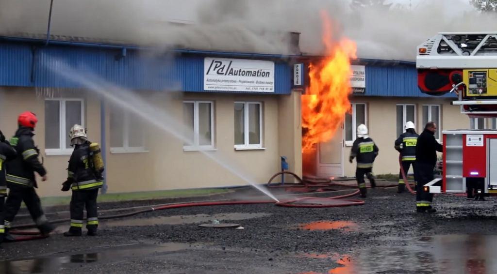 Jelenia Góra. Duży pożar hurtowni materiałów elektrycznych przy ul. Sobieszewskiej