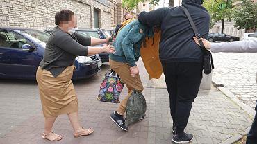 22 maja 2020 r. Arkadiusz Ł., ps. 'Hoss', w otoczeniu rodziny opuszcza areszt śledczy w Poznaniu po wpłaceniu pół miliona złotych poręczenia majątkowego