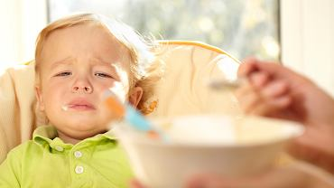 Podawajmy dziecku małe porcje, ale częściej. Pamiętajmy także, aby były one lekkostrawne, nie obciążały brzuszka malucha.
