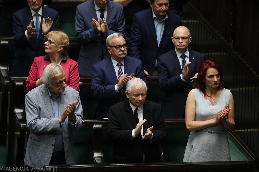 Najnowszy sondaż Kantar: Gdyby wybory odbyły się już teraz, do Sejmu weszłyby tylko cztery partie