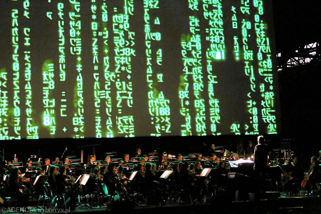 Film Matrix . Muzyka symfoniczna z filmem na zywo w hali ocynowni Arcelor Mitta