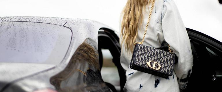 Najmodniejsza torebka wśród Paryżanek? Ten model kupisz teraz w znanym sklepie internetowym - jest piękny i niedrogi