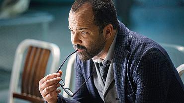 Jeffrey Wright jako Bernard, szef sekcji programowania w Westworld. Geniusz zapatrzony w ideały projektu. Prędko okazuje się, że jego osobiste przeżycia mają duży wpływ na zaangażowanie w pracę