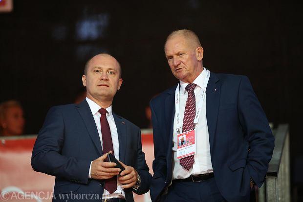 Prezes PZT Mirosław Skrzypczyński (z prawej) oraz prezydent Szczecina Piotr Krzystek podczas turnieju tenisowego Pekao Szczecin Open