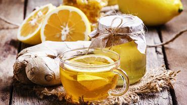 Syrop z miodu, cytryny i imbiru to doskonały syrop, który ma działanie przeciwzapalne, rozgrzewające i bakteriobójcze. I do tego świetnie smakuje.