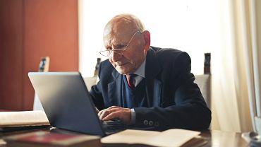 ZUS wypłaca dodatkową emeryturę dla stulatków