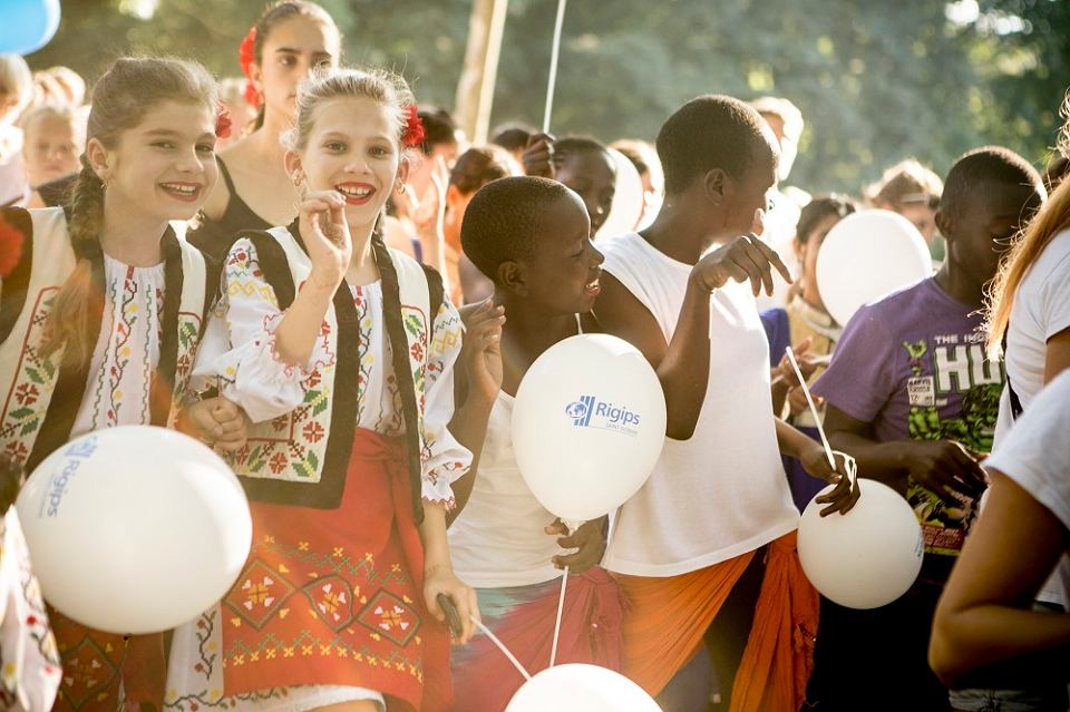 Brave kids to projekt, który umożliwia  spotkania dziecięcych grup artystycznych z całego świata.