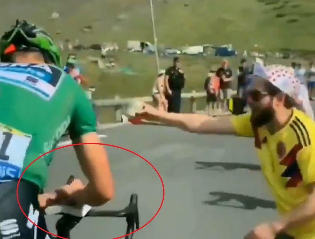 Peter Sagan podpisał książkę podczas etapu Tour de France