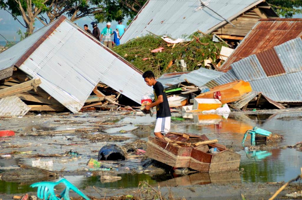 Efektu tsunami i trzęsienia ziemi w mieście Palu na indonezyjskiej wyspie Sulawesi