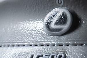 Zmrożony Lexus LC500 Convertible. Trwały czy nie? [WIDEO]