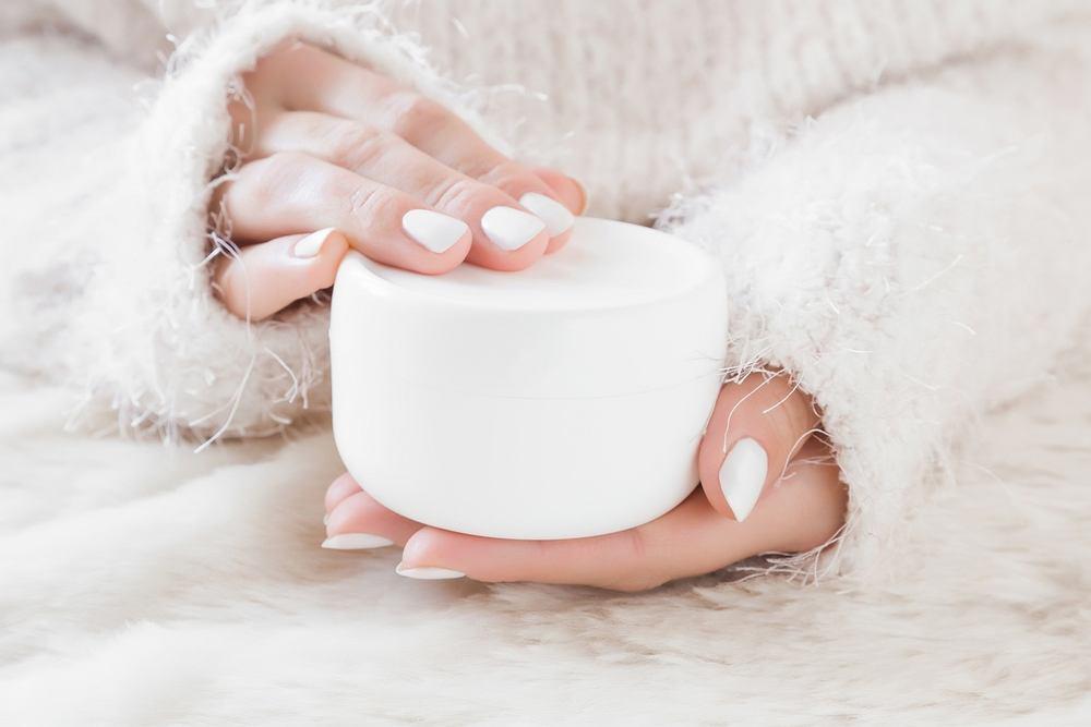 Krem ochronny na zimę ma zabezpieczyć skórę przed niekorzystnymi skutkami gwałtownych zmian temperatury