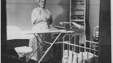 Babcia Flora w izbie porodowej