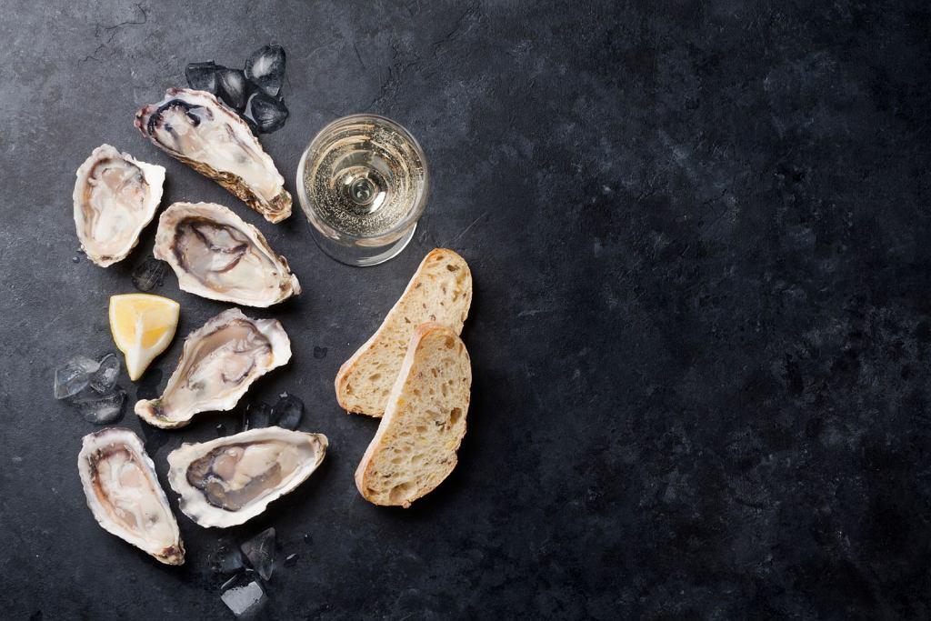 Bardziej subtelne, mineralne sauvignons blancs, jak sancerre czy pouilly-fumé, najlepiej połączyć z surowymi, niemal nieprzyprawiownymi produktami najwyższej jakości, na przykład ostrygami.