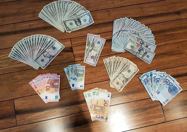 Środki płatnicze zabezpieczone przez policjantów