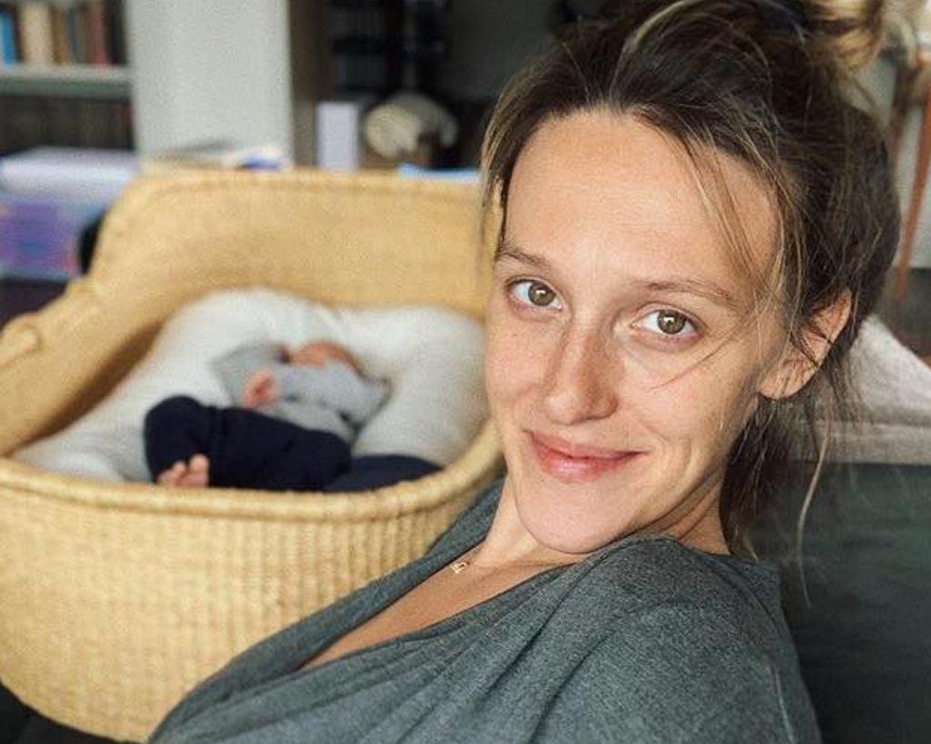 Aleksandra Żebrowska nie udaje, że ciąża, poród i macierzyństwo to bułka z masłem.