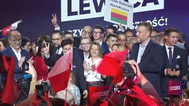Na konwencji Lewicy była plansza z kurdyjską flagą i hasłem 'Ratujmy Kurdów'