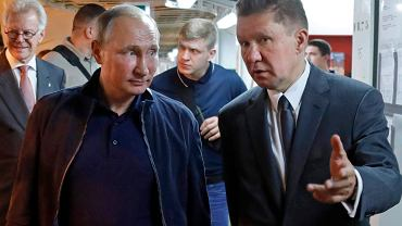 Prezydent Rosji Władimir Putin i prezes Gazpromu Aleksiej Miller omawiają projekt gazociągu Turkish Stream  Statek na Morzu Czarnym w pobliżu Anapa w Rosji, 23 czerwca 2017 r.