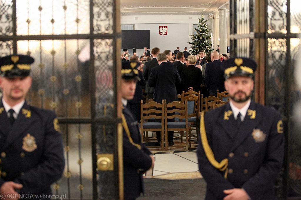 Posłowie PiS w Sali Kolumnowej Sejmu (fot. Sławomir Kamiński/AG)