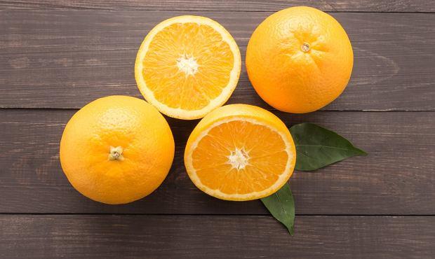 Jedzenie cytrusów na pusty żołądek może skutkować nieprzyjemnymi dolegliwościami.