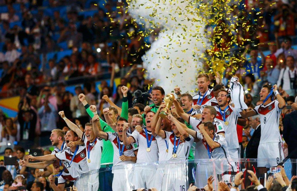 Reprezentanci Niemiec po wygraniu MŚ 2014