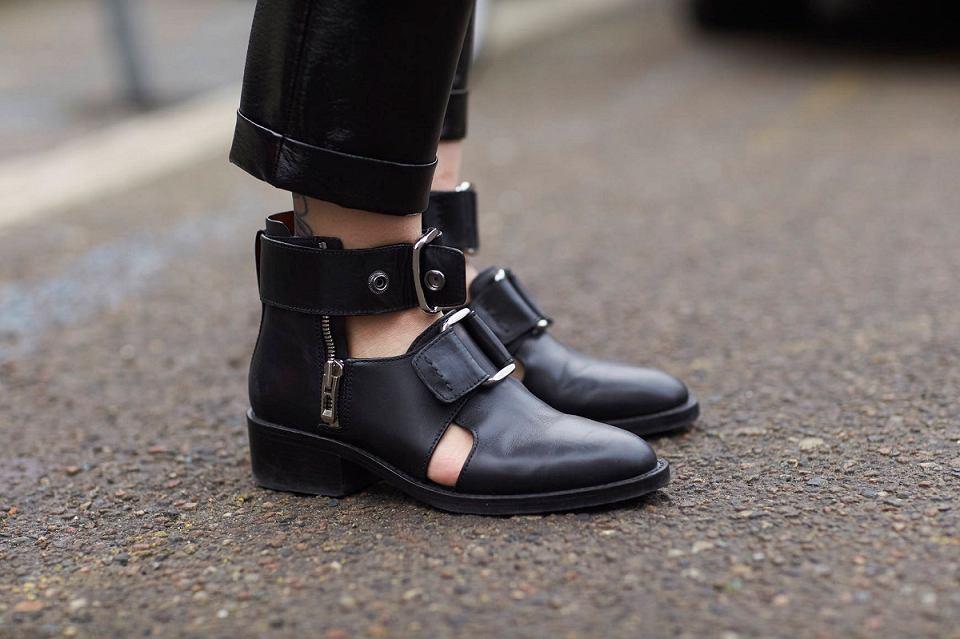 Modne buty z wycięciami