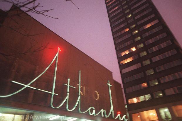 Neon na froncie kina Atlantic