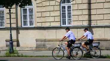 Policjanci na rowerach w Radomiu.