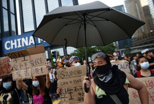 Protestujący na ulicach Hong Kongu