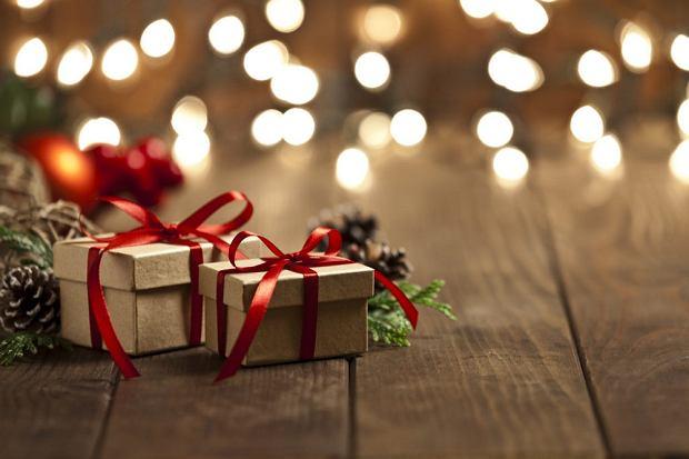 Tanie prezenty świąteczne dla najbliższych - drobiazgi, które sprawią radość!