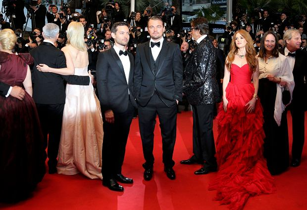 Cast members Leonardo DiCaprio (C), Tobey Maguire (L), and Isla Fisher (3rdR) pose on the red carpet as they arrive for the screening of the film 'The Great Gatsby' and for the opening ceremony of the 66th Cannes Film Festival in Cannes May 15, 2013. The Cannes Film Festival runs from May 15 to May 26.          REUTERS/Regis Duvignau (FRANCE  - Tags: ENTERTAINMENT)