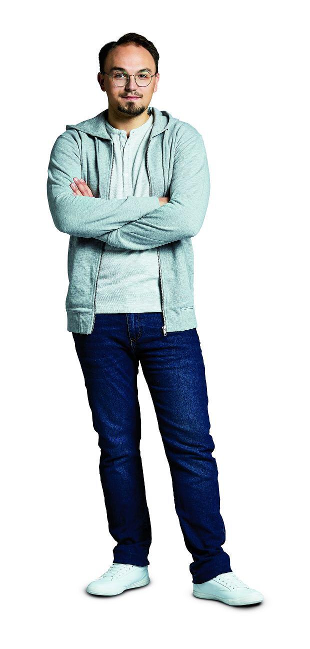 bluza, 100 zł (100% bawełna) T-shirt, 29 zł (100% bawełna) spodnie, 29 zł (95% bawełna, 5% elastan) buty, 29 zł (tworzywo sztuczne)