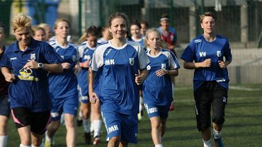 Piłkarki OKS Stomil Olsztyn podczas treningu