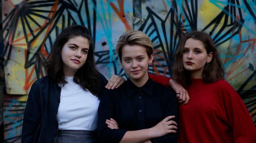 Nina, Basia i Weronika - pierwsze trzy członkinie Dziewuszek. Zaczęły działać w maju 2017.