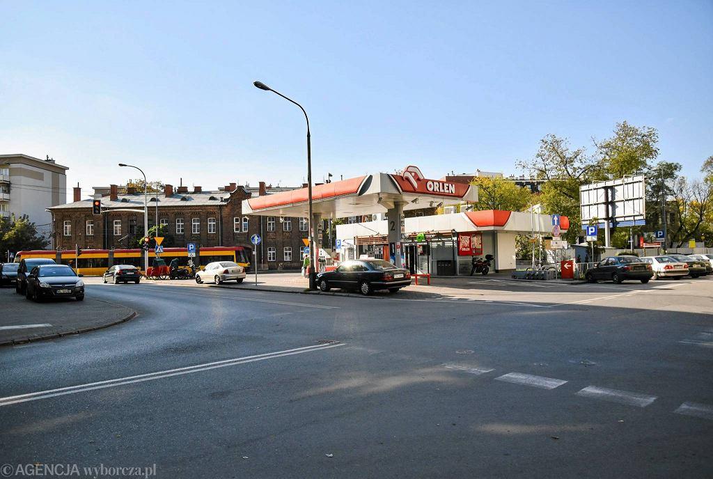 Stacja benzynowa w miejscu, gdzie Strzelecka dochodzi do 11 Listopada. Według miejskich planów ma tu kiedyś powstać skwer
