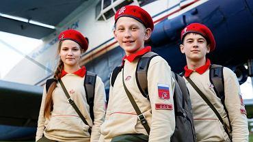 Nastolatki z rosyjskiej Junarmii, Młodej Armii, która ma przygotować dziesiątki tysięcy uczniów szkół średnich do służby wojskowej