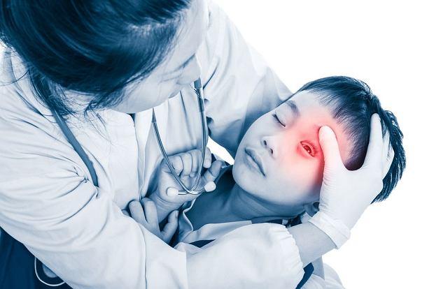 Omdlenia u dzieci - czasem skutek wyjścia z domu bez śniadania, kiedy indziej objaw choroby. Co robić?