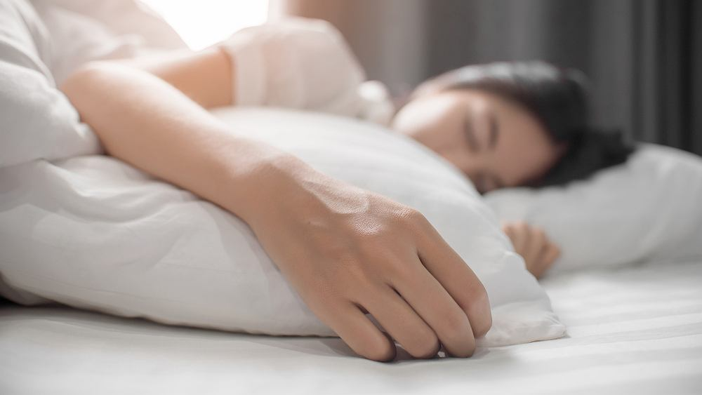 Odpowiednia liczba godzin snu jest niezbędna do utrzymania zdrowego trybu życia