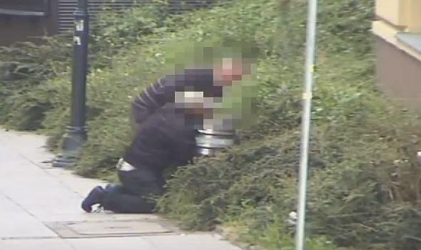 Zdjęcie numer 2 w galerii - Próbowali ukraść beczkę z piwem, ledwo trzymali się na nogach.Ten film rozśmieszył nawet policjantów