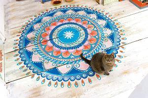 Jak ukryć zniszczenia na podłodze? Pomalować. To prosty i szybki sposób na ciekawą metamorfozę wnętrza