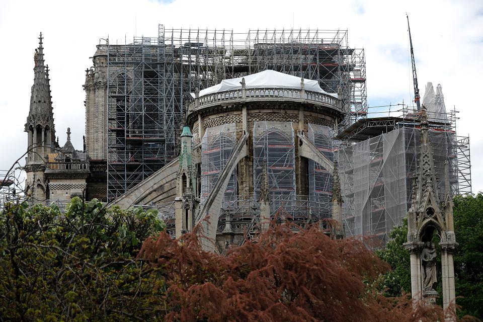 Prace nad zabezpieczeniem katedry Notre Dame w Paryżu.