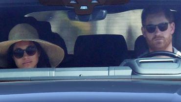 Meghan Markle i książę Harry z posępnymi minami zmierzają przez Kalifornię. Cudne auto. Prezent od podatników?