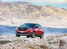 Opel Grandland X nadjeżdża jako hybryda plug-in. Spalinowa wersja teraz z rabatem nawet 25 tys. zł