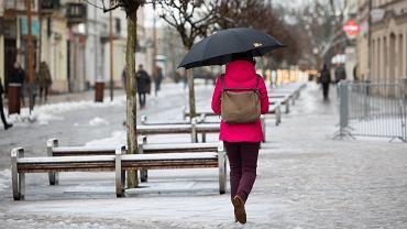 Pogoda. Na południu kraju spadł śnieg. IMGW ostrzega przed przymrozkami (zdjęcie ilustracyjne)
