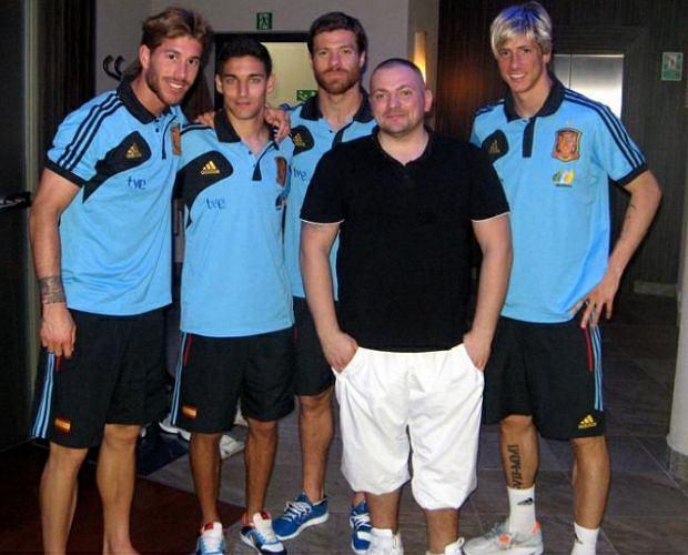Hiszpańscy piłkarze ostrzygli się u gdańskiego fryzjera.