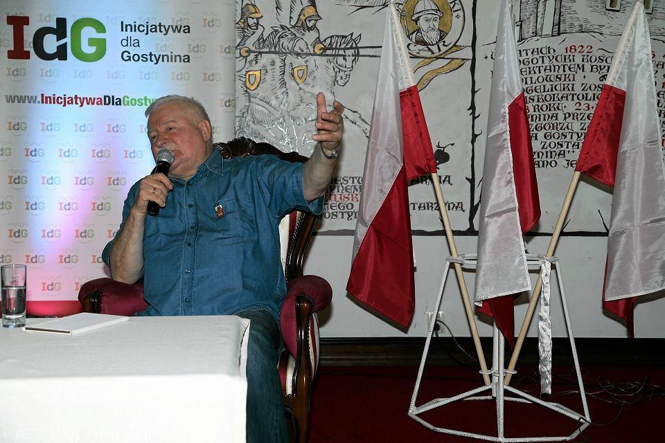 Lech Wałęsa na spotkaniu z mieszkańcami w Gostyninie