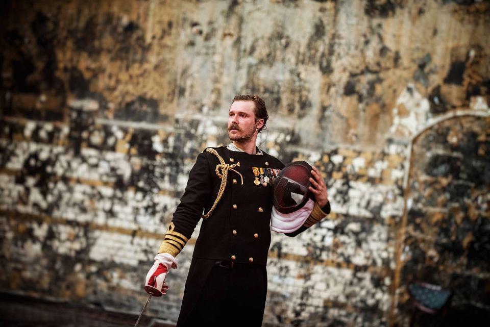 'Hamlet', reż. Maja Kleczewska, Teatr Polski, Poznań. Na pierwszym Roman Lutskiy jako Hamlet