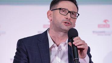 Prezes zarządu PKN Orlen Daniel Obajtek (były wójt Pcimia, na obecnym stanowisku z nadania PiS) podczas konferencji prasowej. Warszawa, 29 stycznia 2019