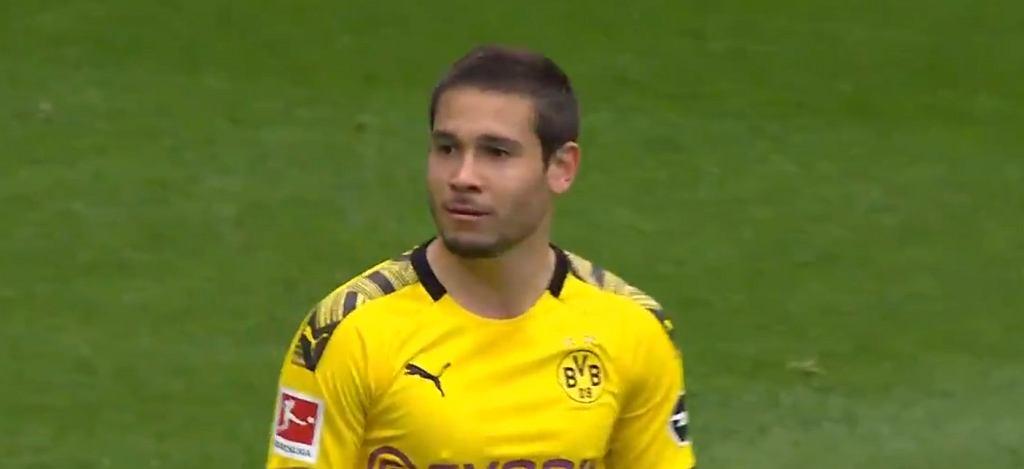 Raphael Guerreiro po golu dla Borussii Dortmund