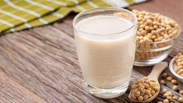 Mleko sojowe jest traktowane jak odpowiednik mleka krowiego, ponieważ jest bezpieczne dla alergików uczulonych na białko mleka krowiego.